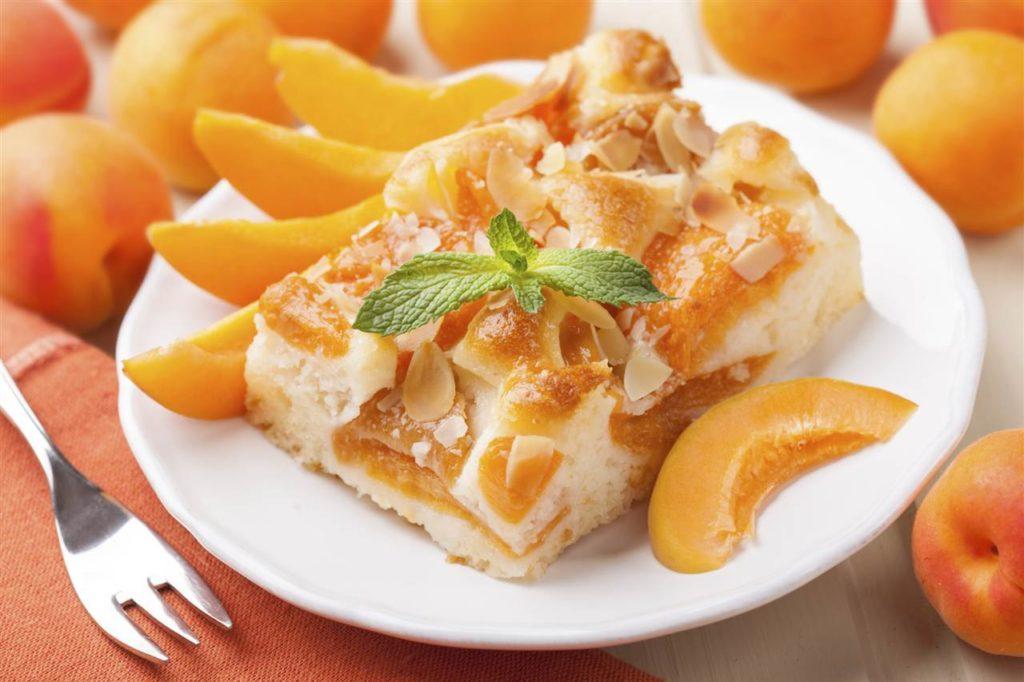 Пирог с свежими абрикосами в духовке 3