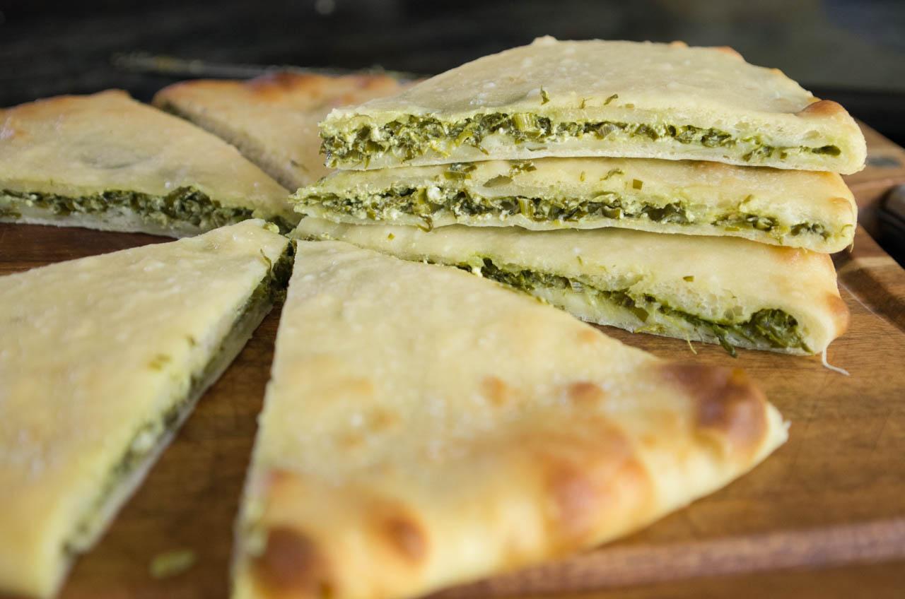 посвящена осетинский пирог с сыром творогом и зеленью красивый