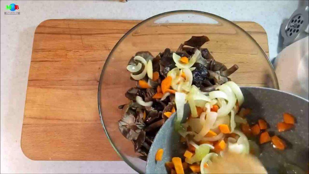 Смесь грибов и овощей