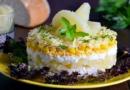 Салаты с курицей и ананасами: 6 рецептов простых и вкусных