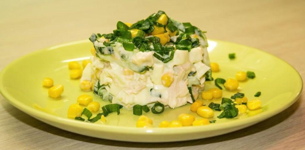 Салат с форелью холодного копчения рецепт