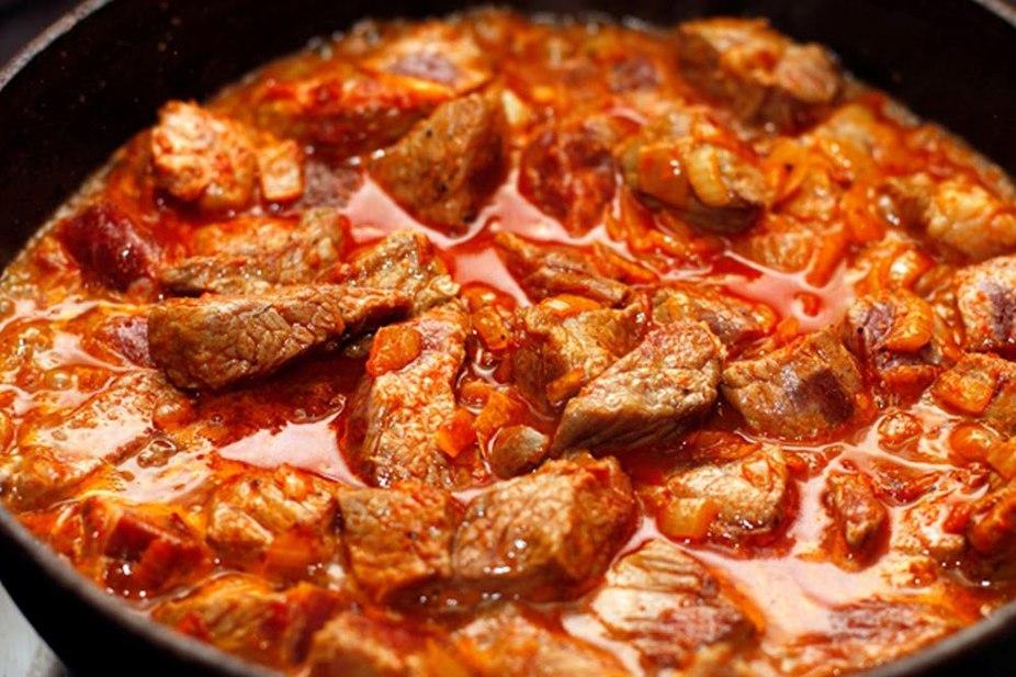 как готовить гуляш из свинины с подливкой пошаговый